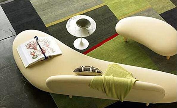 个性创意弧形布艺休闲沙发,参考价:1826.00左右。此款休闲沙发个性创意独特,造型精致美观,创意弧形设计,搭配优质布艺,既带着现代的时尚又充满古典韵味。沙发简约造型设计,将现代的时尚展现的淋漓尽致。此款沙发圆滑的实木脚打造,精致美观,承重力非常好。  产品参数 品牌: HDF 款式定位: 艺术风格型 设计元素: 大师设计异形 颜色分类: 浅绿色白色红色定制色黑色 图案: 艺术 沙发组合形式: 弧形 填充物: 海绵 面料: 绒质 木质材质: 桦木 结构工艺: 木质工艺 木质结构工艺: 拼板 风格: 简约现