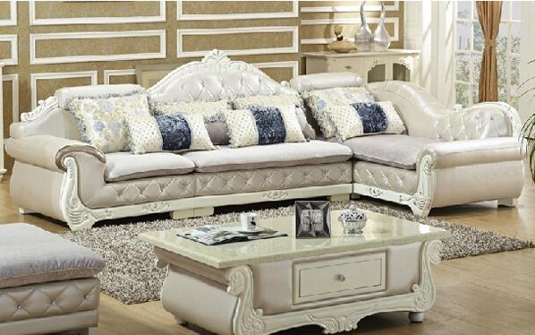 简欧皮配布沙发组合,参考价:5199.00-5880.00之间。此款简欧皮配布沙发质量和看是都非常好,软硬适中,皮质上乘,放在客厅中特别大气,上档次。此款清爽而温馨的时尚触感,舒缓淡雅的印花图案主张自由的个性,灰银色闪亮的真皮,尽显高档优雅气息。沙发采用纳米切割绒布,环保,色牢度高,不易起皱耐磨。