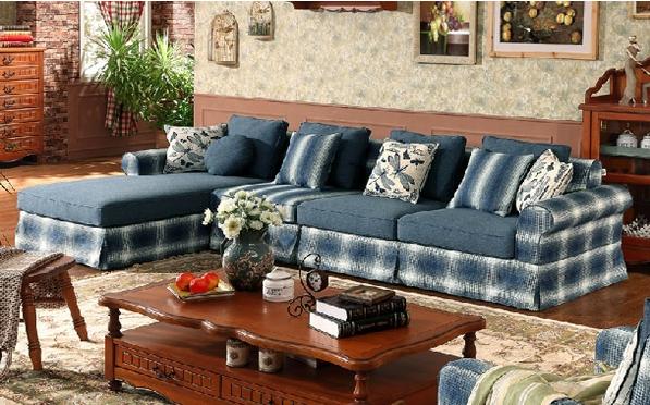 这款淡雅的小型布艺沙发,以新古典主义风格呈现,将怀古的浪漫情怀与现代人对生活的需求相结合,兼容华贵典雅与时尚现代结合,体现出个性的美学观点和文化品位。沙发扶手侧面匠心的设计,舒适的手感大气的色调,规整简洁。针线缝合均匀细致,没有线头外漏或浮线的做工,体现出高档沙发的精致美观。
