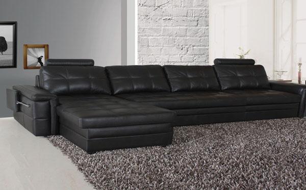选择多功能沙发时一定要结合自己本身的情况,不要追求过多华而不实的功能,适合自己的才是最好的。支架沙发床一般都是硬木质或者金属支架,购买时应挑选支架焊接处是否光滑,有无空隙,镀膜是否均匀。好的沙发床与床一样,会在床底加弹簧。而仅以塑料框架和泡棉为主要材料的沙发床则容易发生变形,不适合选购。